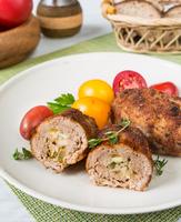 Зразы из Свининки с маринованными огурцами и яйцом